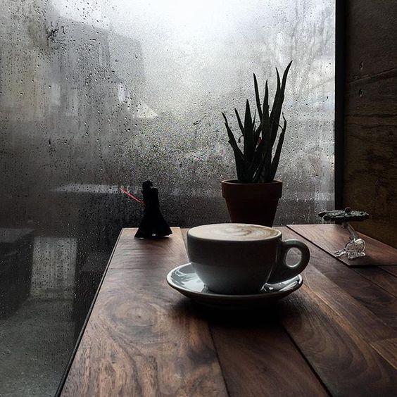 hay ta lai con mua khi em ngoi sau mot o cua kinh - Hãy tả lại cơn mưa khi em ngồi sau một ô cửa kính