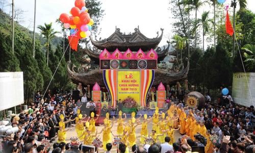 thuyet minh ve net dep van hoa truyen thong hoi chua huong - Thuyết minh về nét đẹp văn hóa truyền thống Hội Chùa Hương