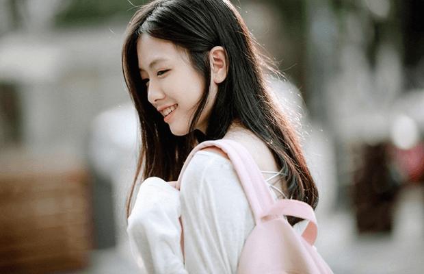 chan dung nu sinhb3fe - Cảm nhận vẻ đẹp nhân vật ông Hai trong truyện ngắn Làng