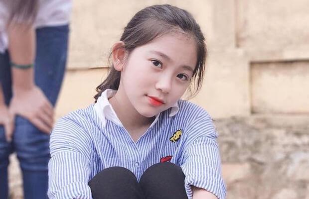hinh gai xinh hoc sinh de thuong - Cảm nhận vẻ đẹp tâm hồn nhân vật Liên trong truyện Hai đứa trẻ